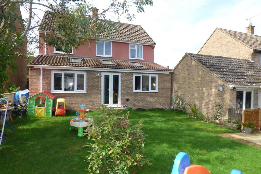 3 Bedrooms Detached House for sale in The Lammas, Mundford