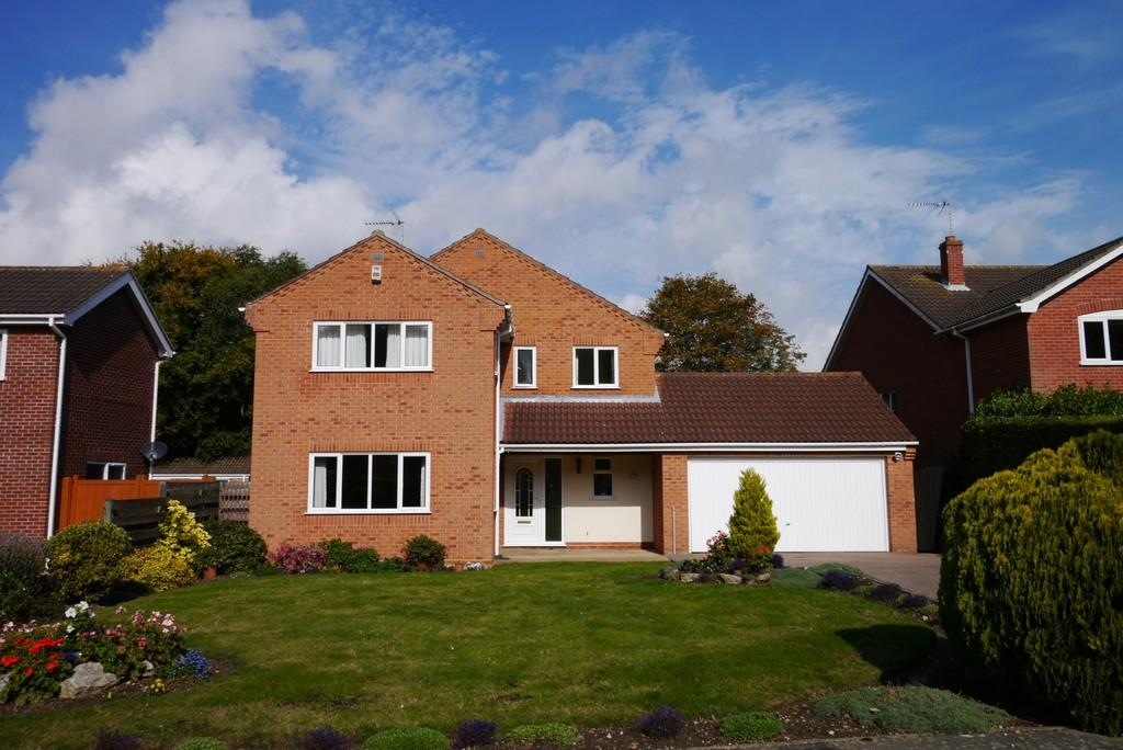 4 Bedrooms Detached House for sale in The Woodlands, Corton, Lowestoft