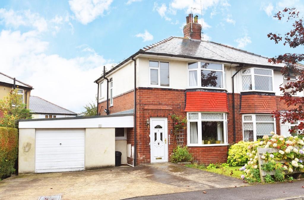 3 Bedrooms Semi Detached House for sale in Harlow Park Crescent, Harrogate
