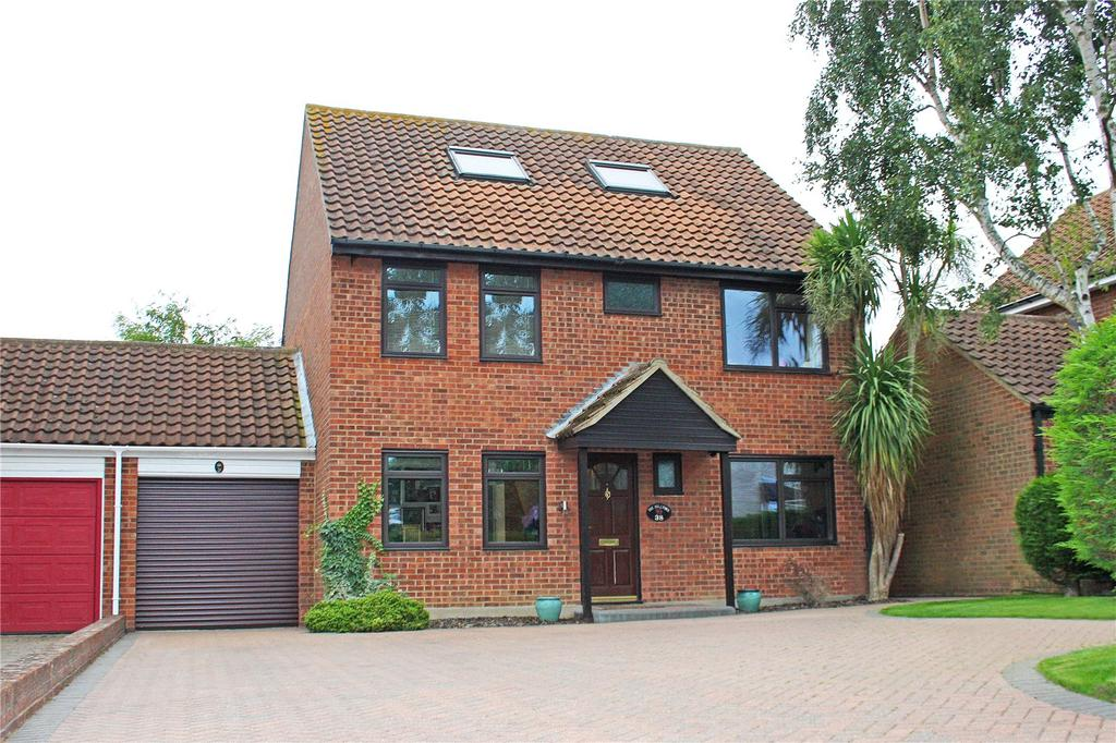 5 Bedrooms Detached House for sale in Cumberland Drive, Laindon West, Essex, SS15