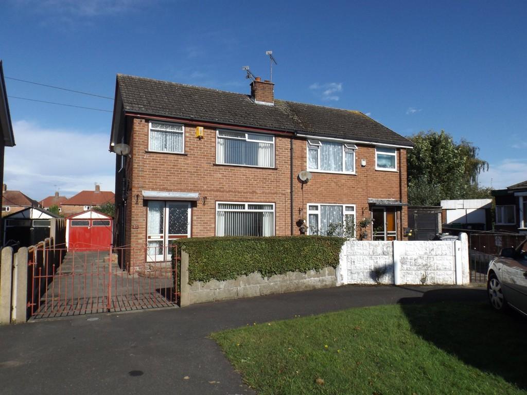 3 Bedrooms Semi Detached House for sale in Sandiway Road, Crewe