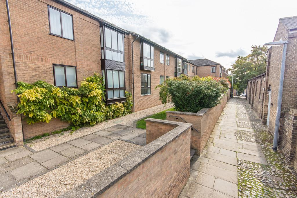 3 Bedrooms Flat for sale in Honey Hill Mews, Cambridge