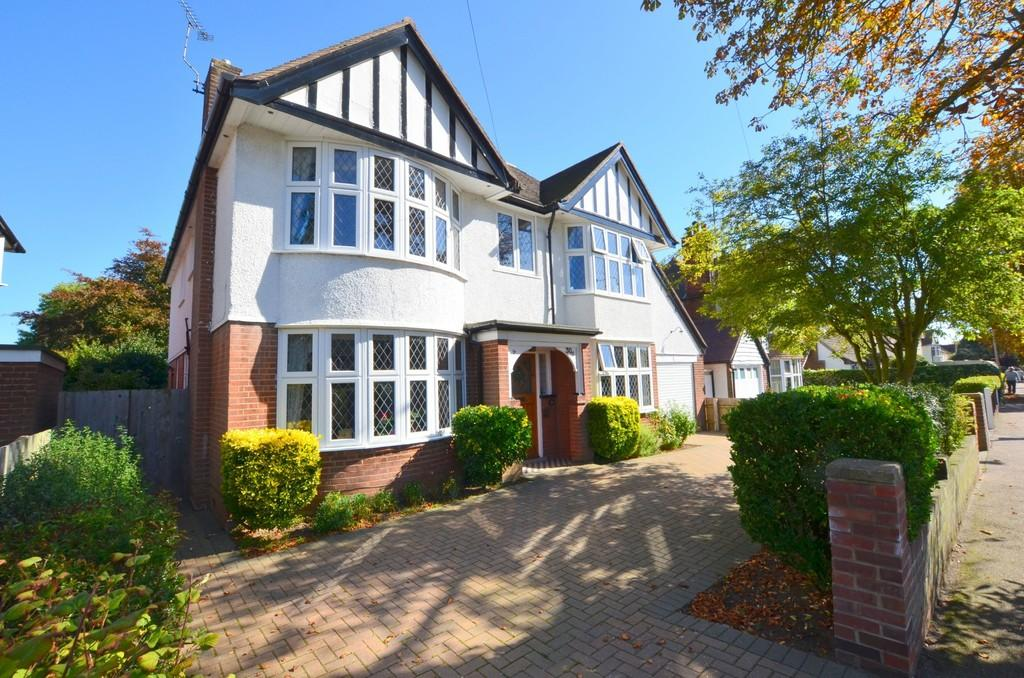 4 Bedrooms Detached House for sale in Beatrice Avenue, Felixstowe, IP11 9HB