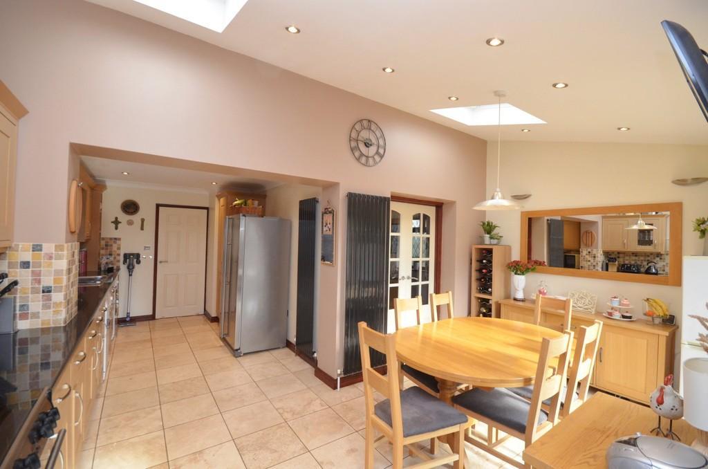 3 Bedrooms Link Detached House for sale in Riverside Way, Kelvedon, CO5 9LX