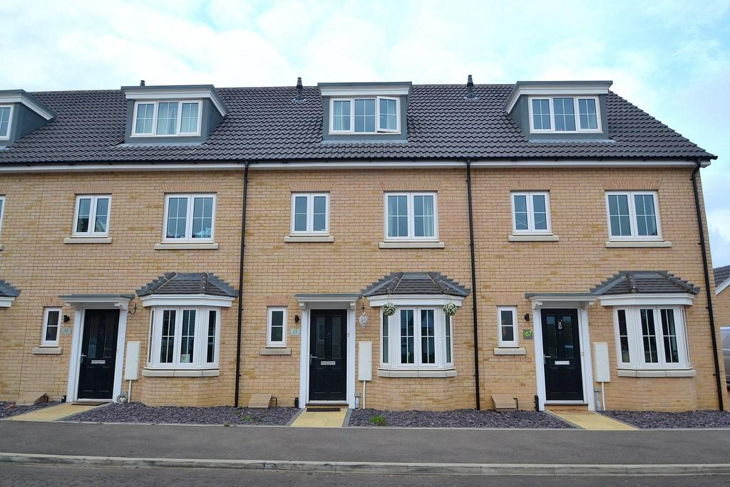 3 Bedrooms Town House for sale in Osprey Drive, Stowmarket, IP14 5FT