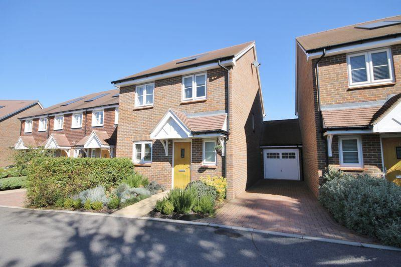 3 Bedrooms Detached House for sale in Westhill Close, Burgess Hill, West Sussex