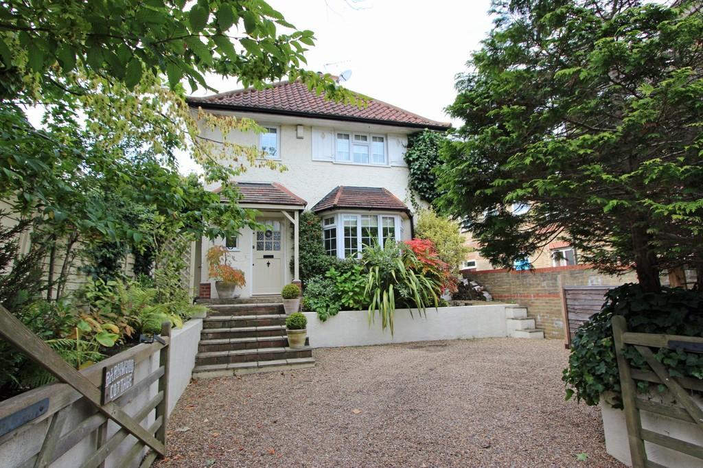4 Bedrooms Detached House for sale in High Road, Chipstead