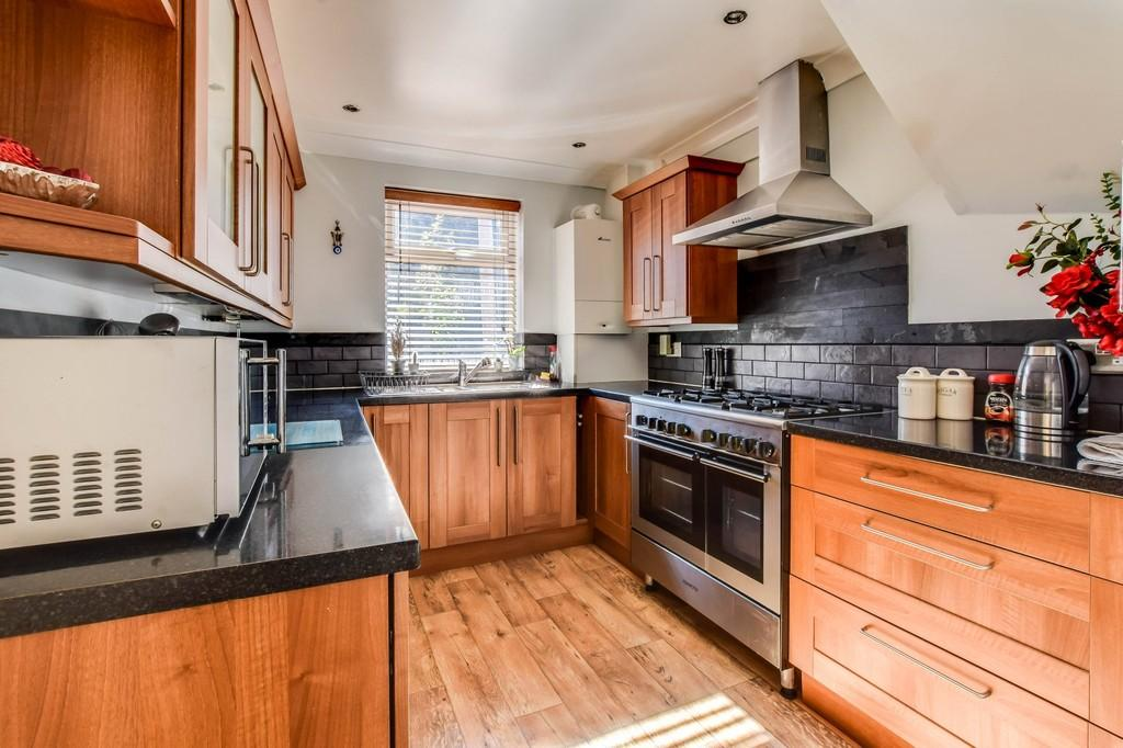 1 Bedroom End Of Terrace House for sale in Westfield Road, West Green