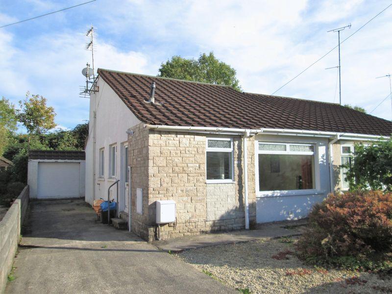 3 Bedrooms Semi Detached Bungalow for sale in Redlands Close Pencoed Bridgend CF35 6YU