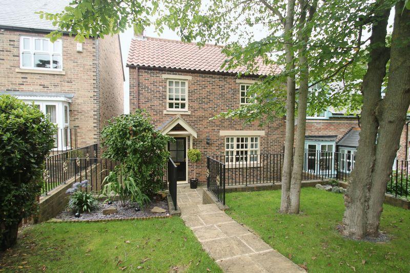 3 Bedrooms Semi Detached House for sale in Spring Bank Wood, Billingham