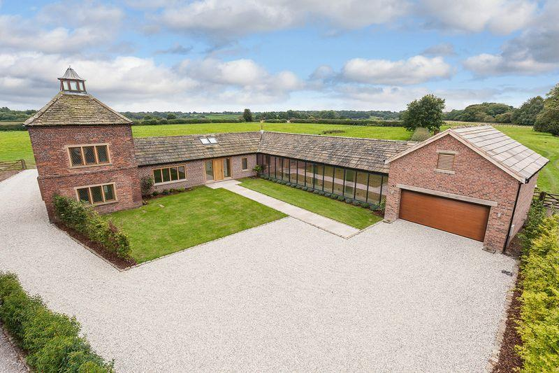 5 Bedrooms Detached House for sale in Forty Acre Lane, Kermincham