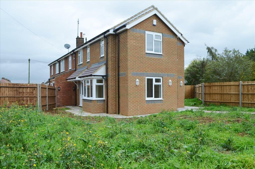 3 Bedrooms End Of Terrace House for sale in Laburnham Road, Biggleswade, Bedfordshire, SG18