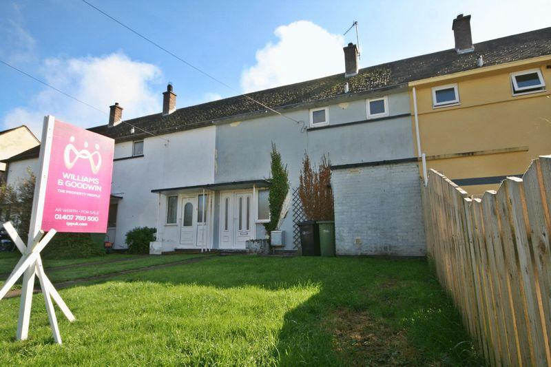 2 Bedrooms Terraced House for sale in Traffwll Road, Caergeiliog
