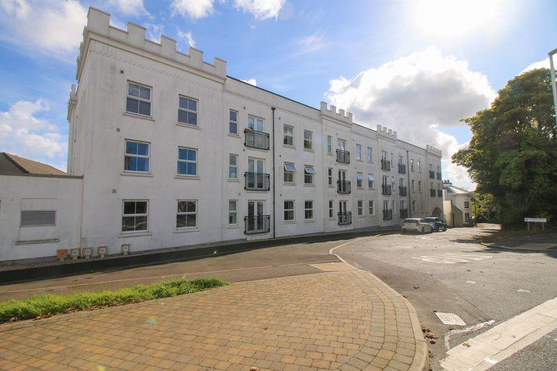 2 Bedrooms Apartment Flat for sale in 15 Imperial Court, Victoria Road, Douglas