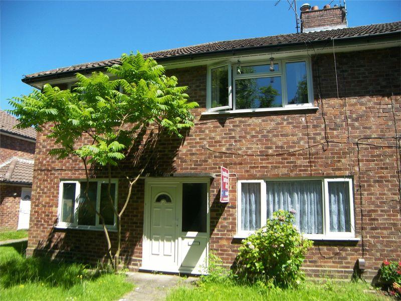 2 Bedrooms Ground Flat for sale in Woodland Walk