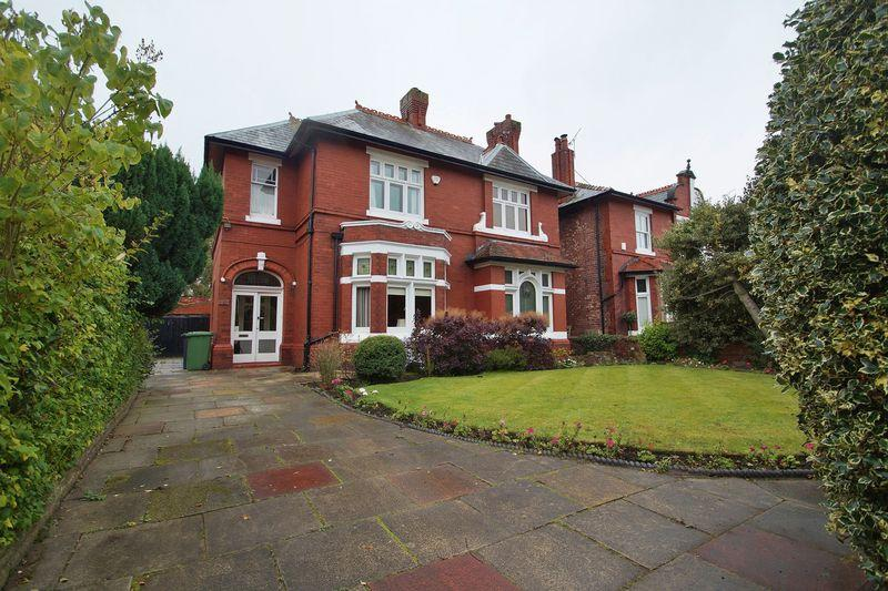 5 Bedrooms Detached House for sale in Southbank Road, Southport