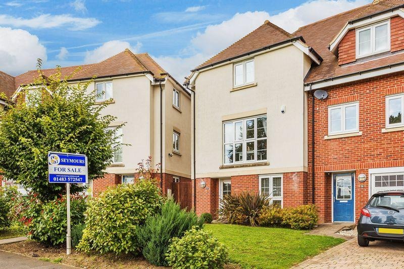 4 Bedrooms Town House for sale in Oak Tree Drive, Guildford