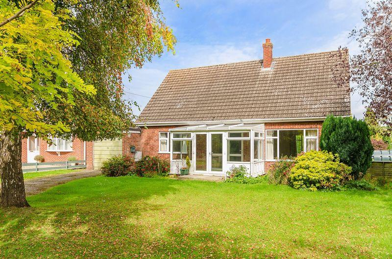3 Bedrooms Detached Bungalow for sale in Church Lane, East Keal