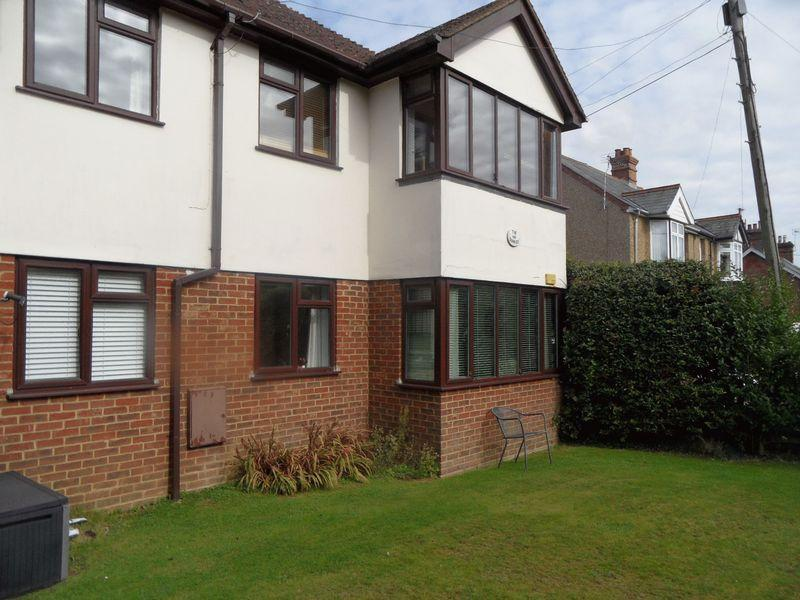 2 Bedrooms Flat for sale in STOKENCHURCH, BUCKS - two bedroom GROUND FLOOR apartment. No onward chain.