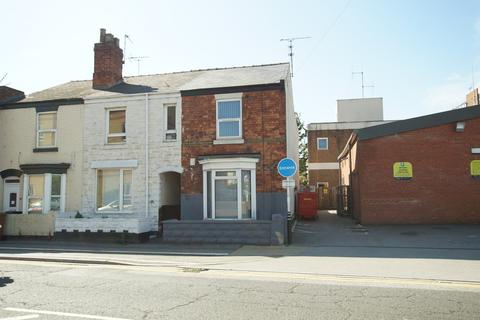 3 bedroom end of terrace house - Carholme Road, Lincoln