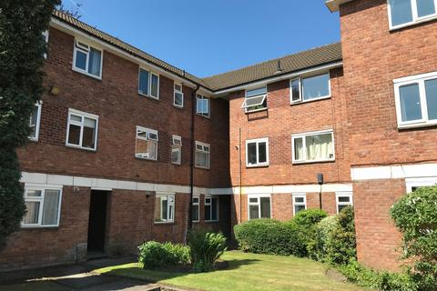 2 bedroom ground floor flat - Ashton Lane, Sale M33