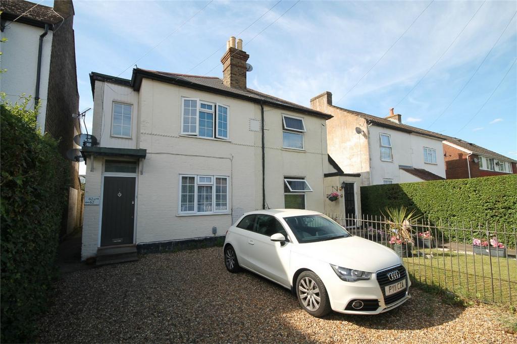 2 Bedrooms Maisonette Flat for sale in Littleton Road, Ashford, Surrey