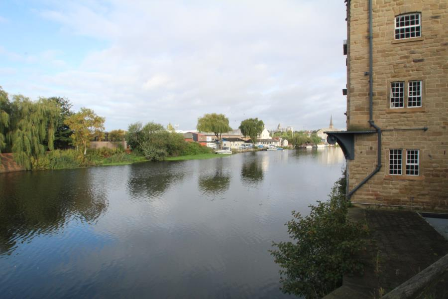 2 Bedrooms Apartment Flat for sale in HEBBLE WHARF, NAVIGATION POINT, CENTRAL WAKEFIELD, WF1 5RD