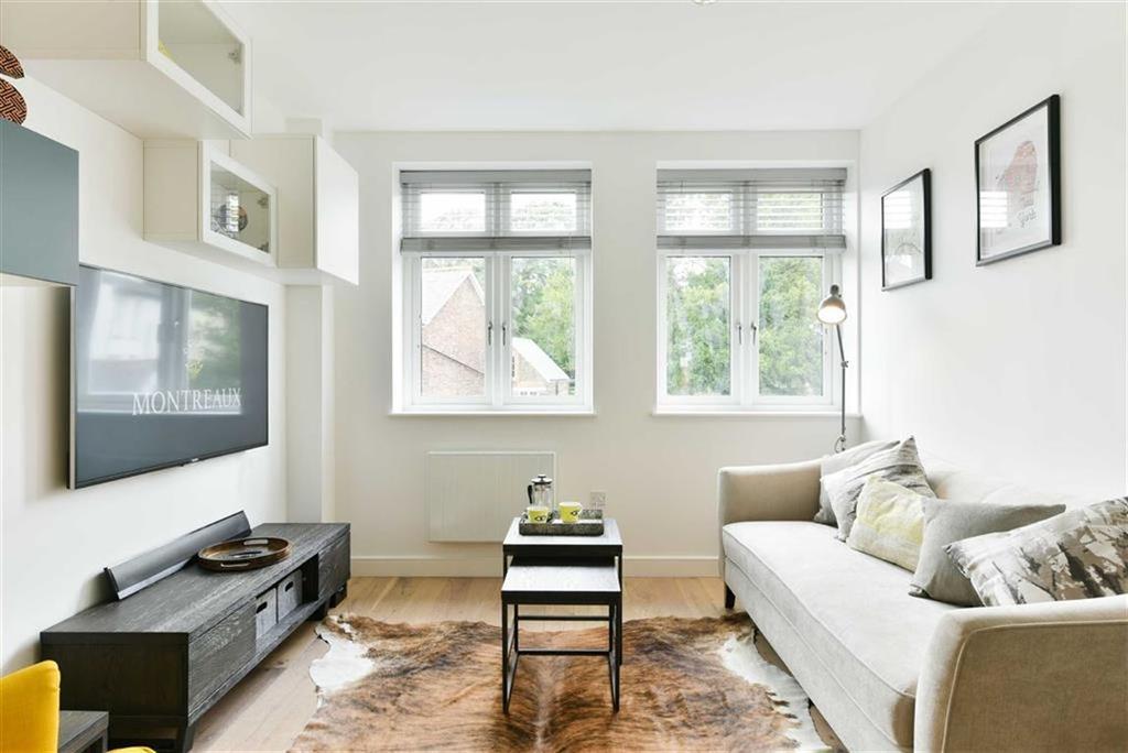 2 Bedrooms Apartment Flat for sale in Aldenham Road, Bushey, Hertfordshire
