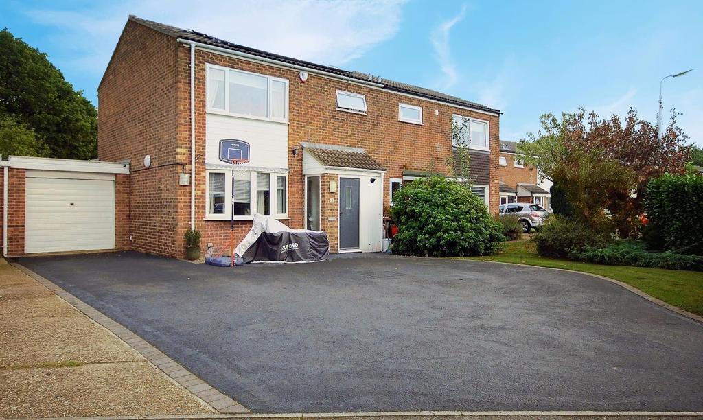 3 Bedrooms Semi Detached House for sale in Gorleston Close, Stevenage