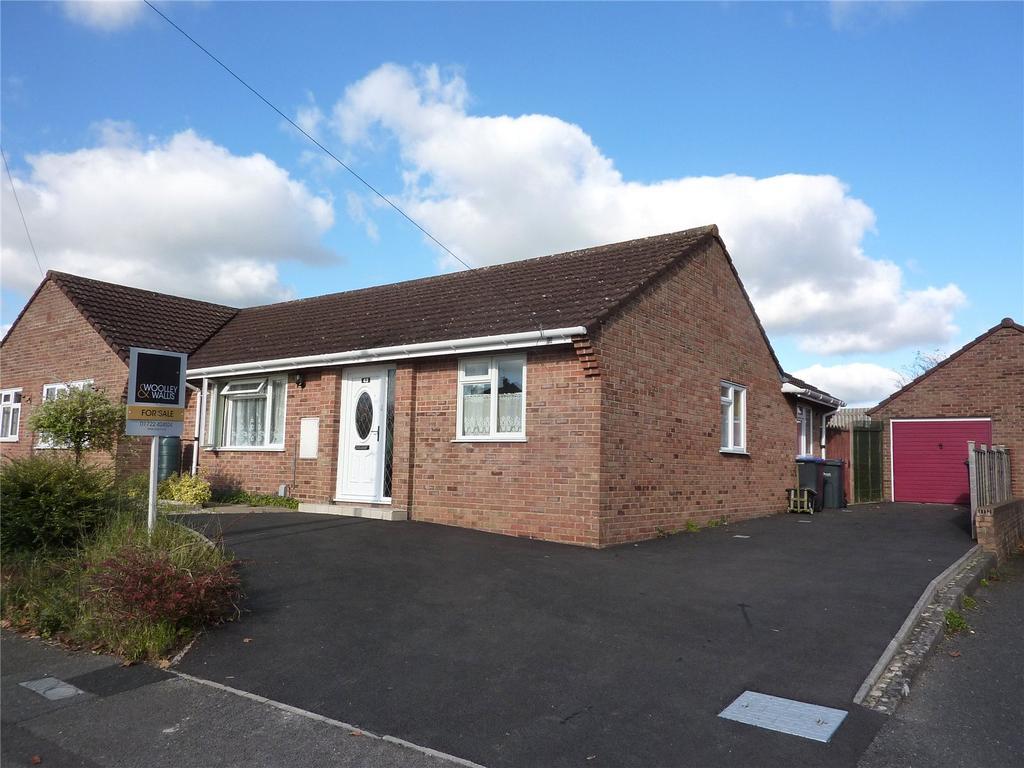 3 Bedrooms Semi Detached House for sale in Pauls Dene Crescent, Salisbury, Wiltshire, SP1