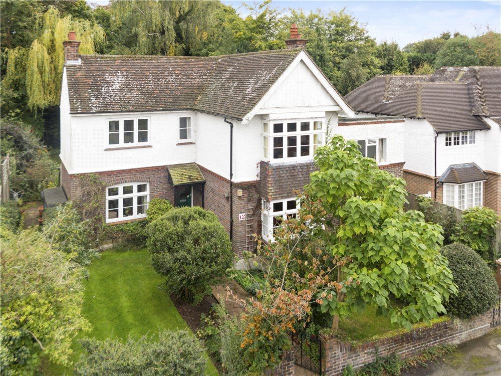 5 Bedrooms Detached House for sale in Ennismore Avenue, Guildford, Surrey, GU1