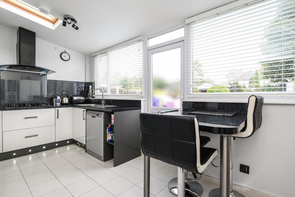 3 Bedrooms Semi Detached House for sale in Westbrooke Road Welling DA16