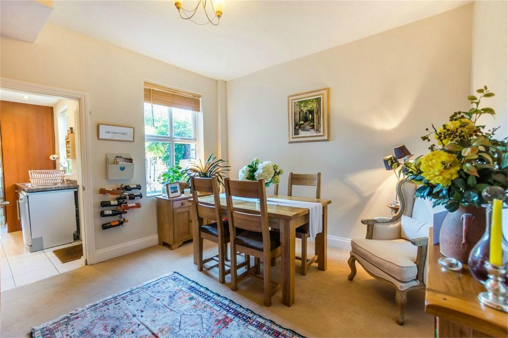 2 Bedrooms Terraced House for sale in Neville Street, Haxby Road, York