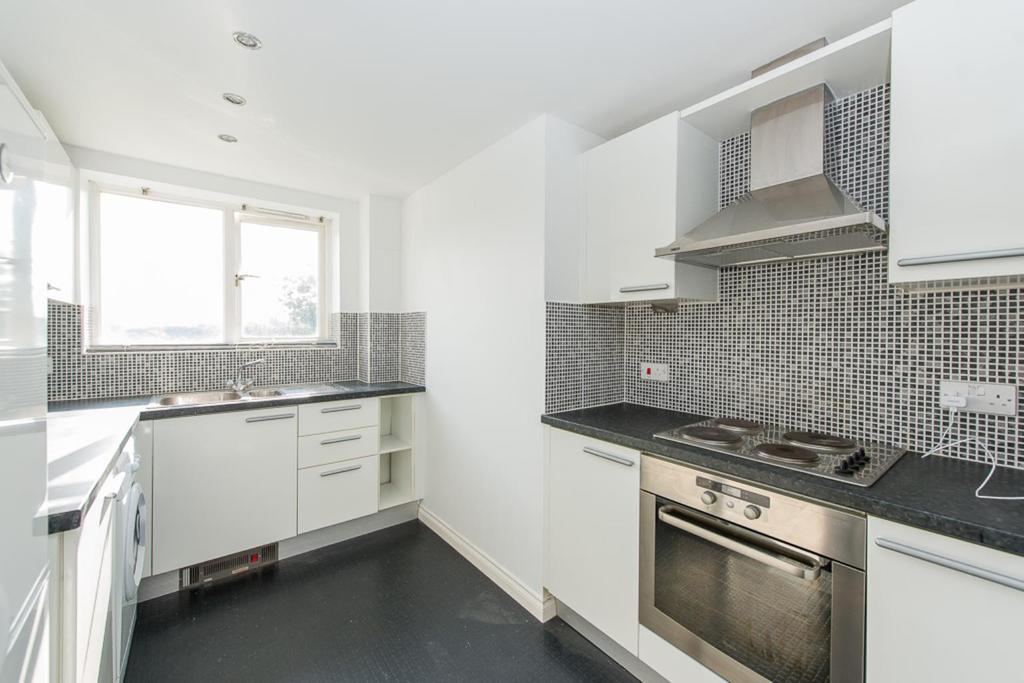 2 Bedrooms Apartment Flat for sale in Lee Heights, Maidstone, ME14 2LD