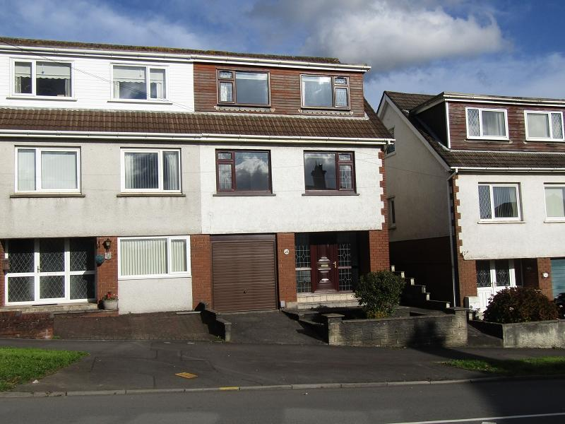 3 Bedrooms Semi Detached House for sale in Penywern Road, Neath, Neath Port Talbot.