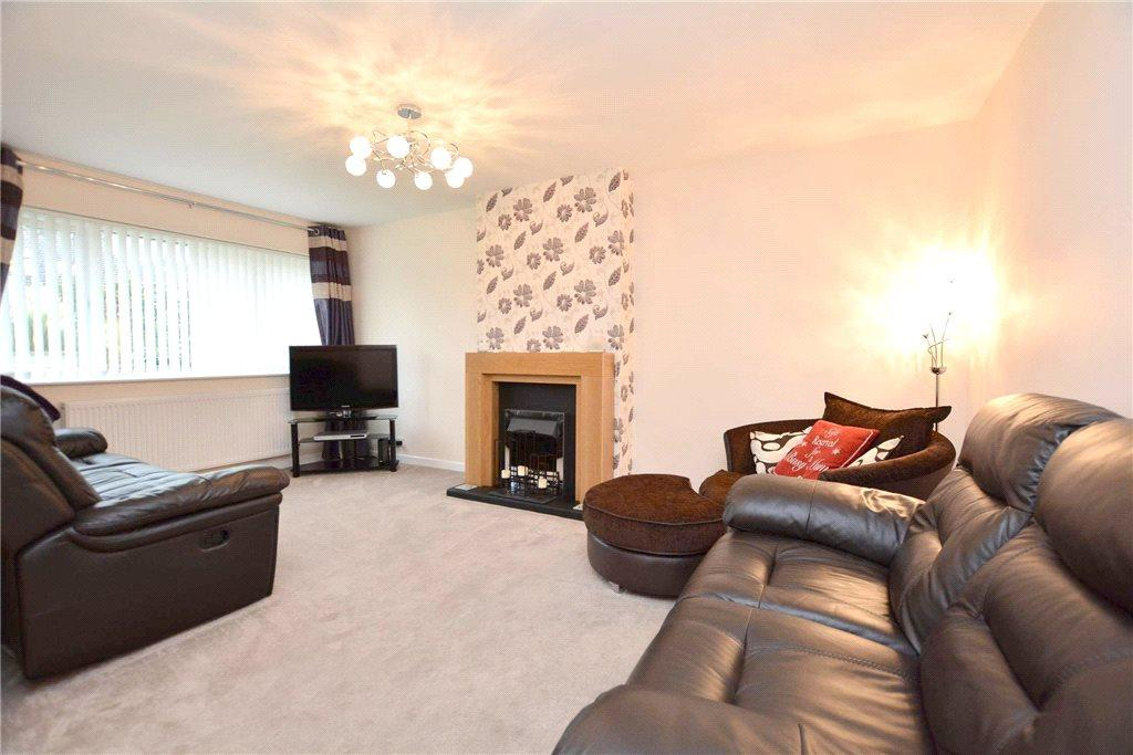 4 Bedrooms Semi Detached House for sale in Priestley Drive, Pudsey, West Yorkshire