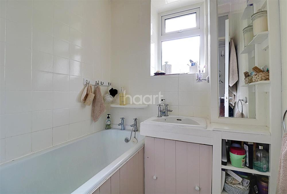 3 Bedrooms Flat for sale in Westbeech Road, Wood Green, N22