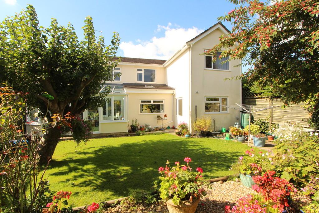 5 Bedrooms Detached House for sale in Established central village spot in Congresbury