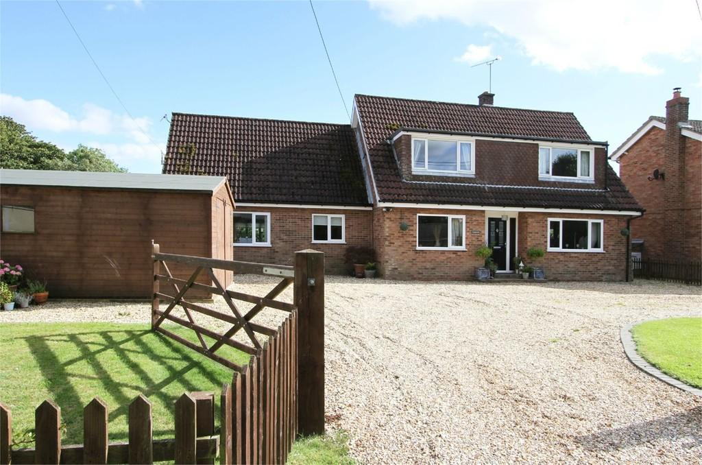 3 Bedrooms Detached House for sale in Whissonsett Road, Horningtoft