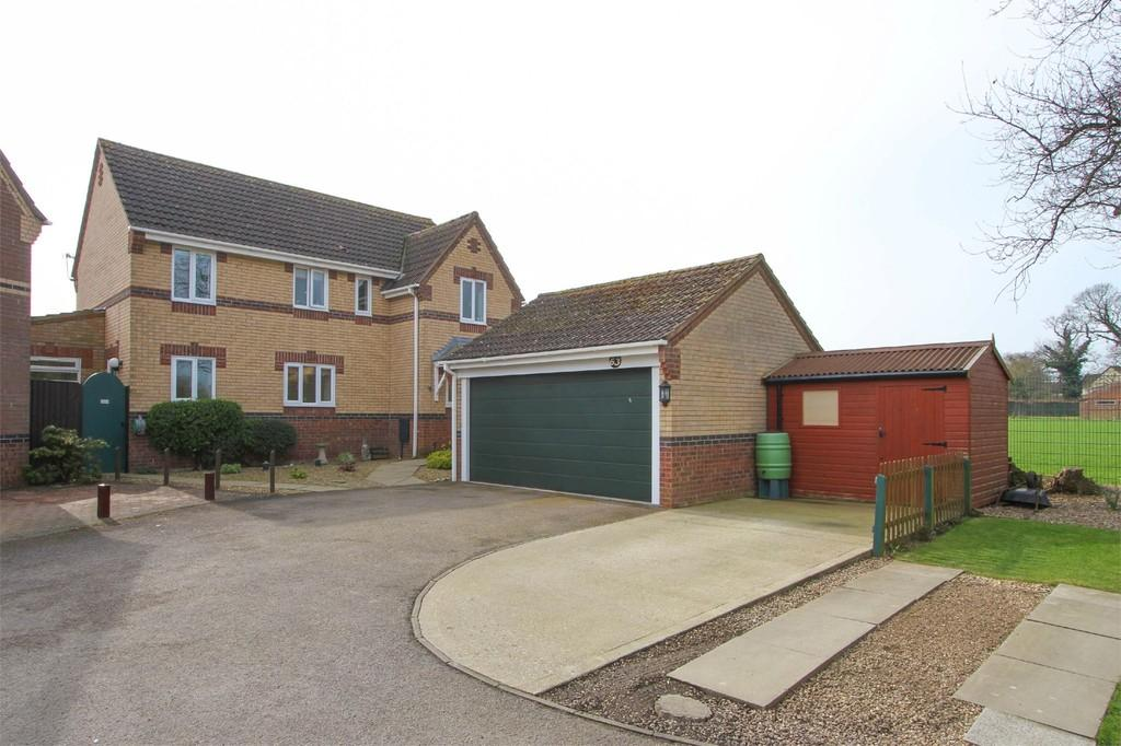 5 Bedrooms Detached House for sale in Churchfields, Hethersett