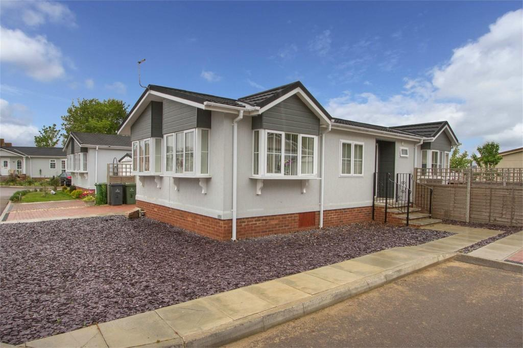 2 Bedrooms Mobile Home for sale in Bramble Close, Attleborough