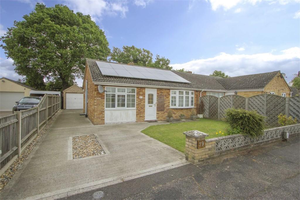 2 Bedrooms Semi Detached Bungalow for sale in Marion Close, Wymondham