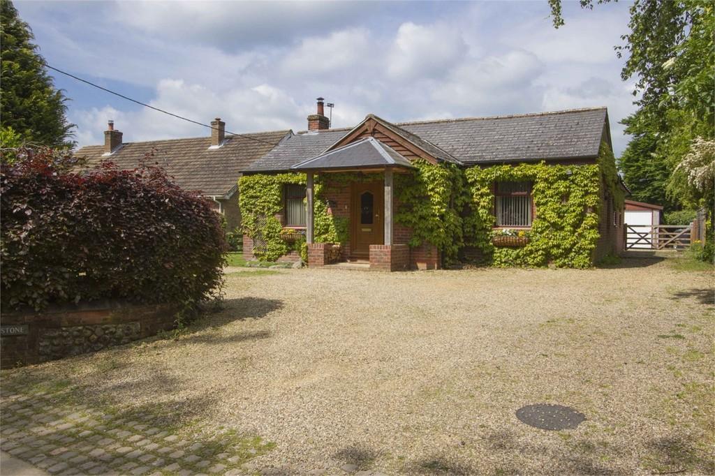 3 Bedrooms Detached Bungalow for sale in Church Road, Wreningham