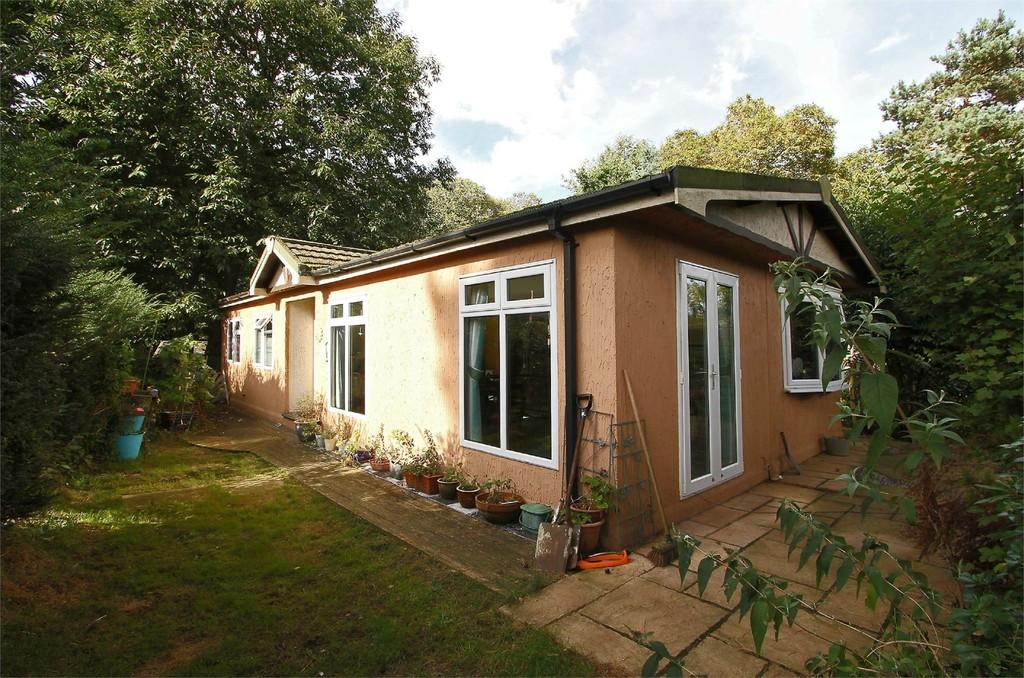 2 Bedrooms Mobile Home for sale in Merryhill Country Park, Honingham