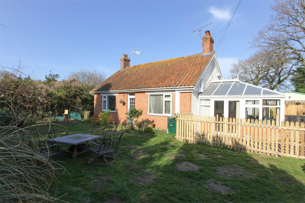 2 Bedrooms Detached Bungalow for sale in Reepham Road, Briston