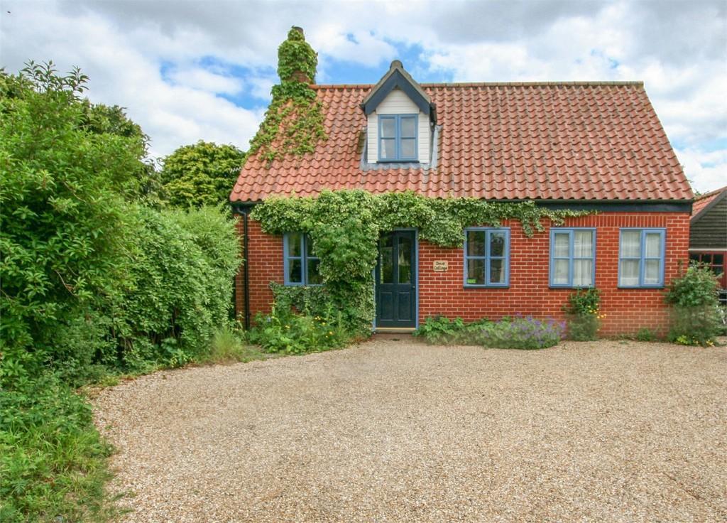 2 Bedrooms Cottage House for sale in Gallants Lane, East Harling, Norfolk