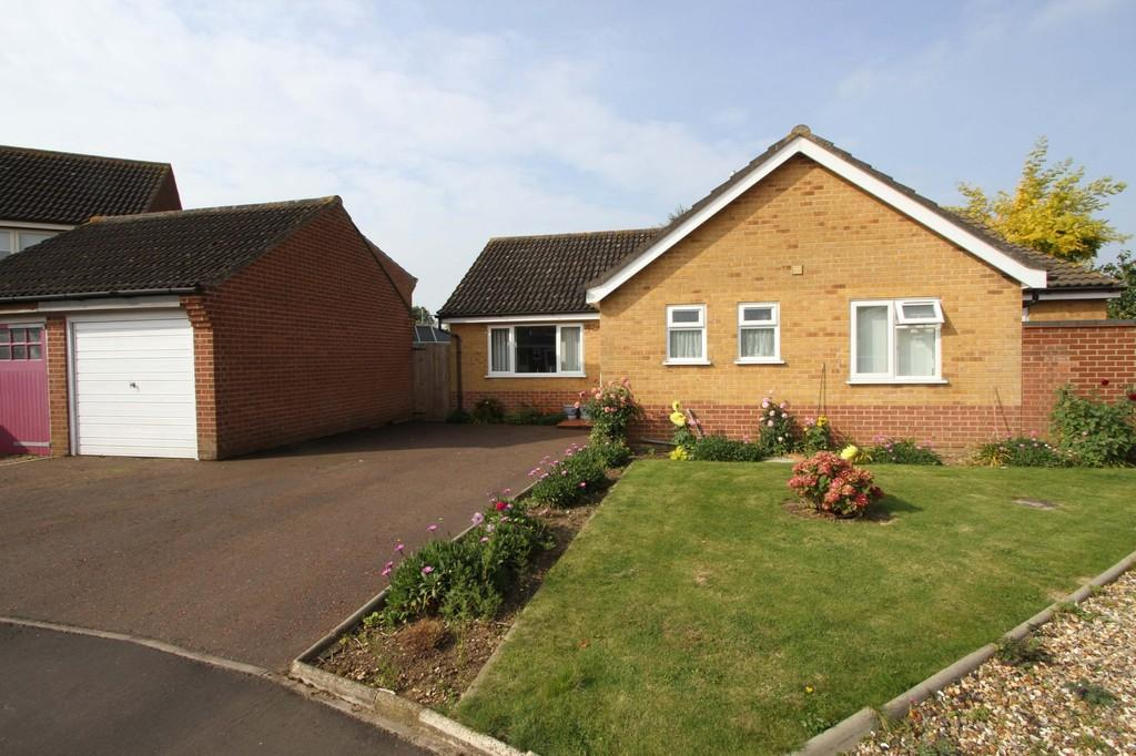 3 Bedrooms Detached Bungalow for sale in Robert Close, Wymondham