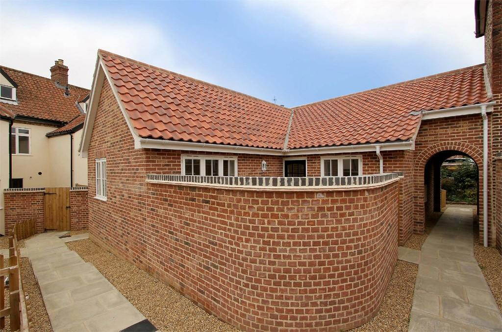 2 Bedrooms Semi Detached Bungalow for sale in Chandlers Hill, Wymondham
