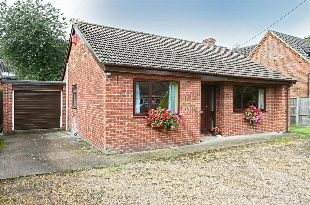 2 Bedrooms Detached Bungalow for sale in Mill Lane, Carbrooke