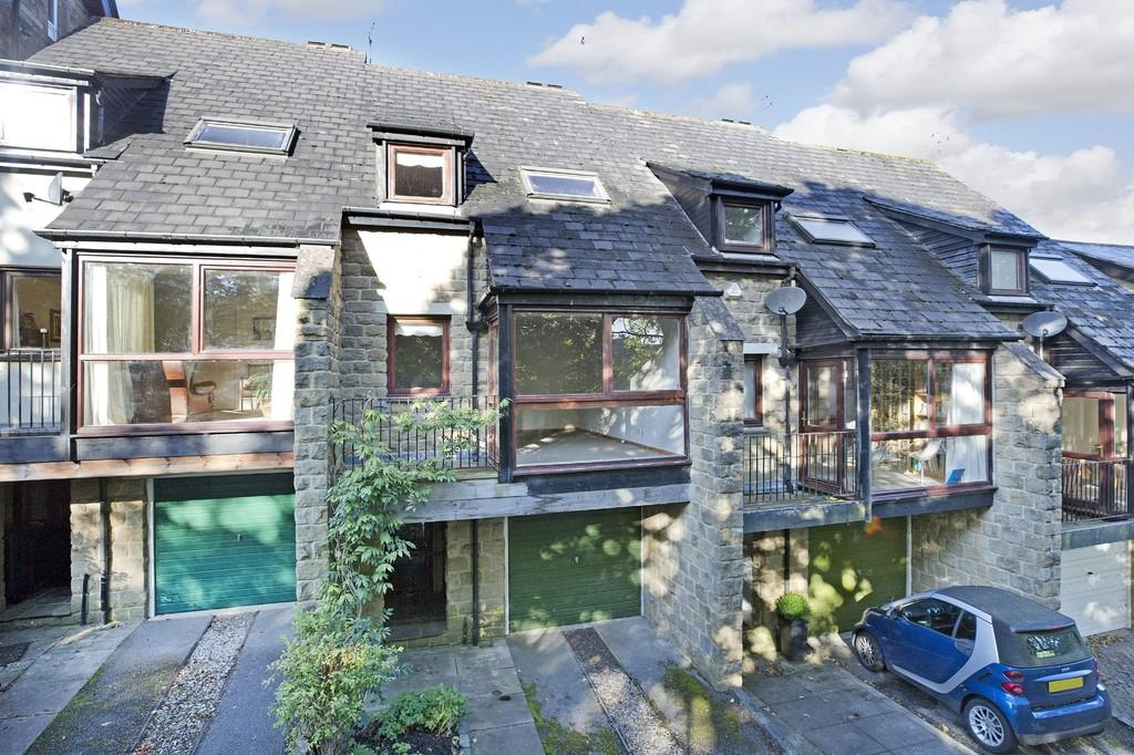 3 Bedrooms Terraced House for sale in Wells Walk, Ilkley